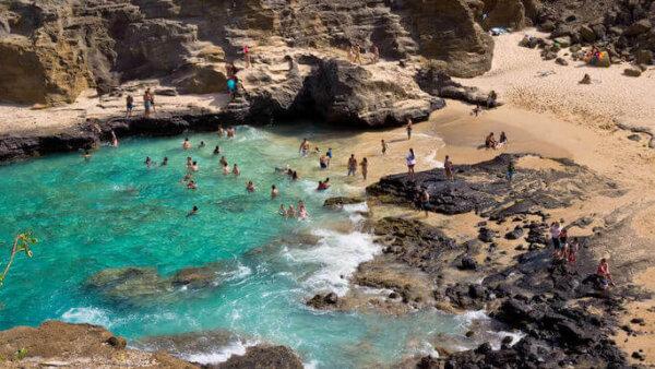 ハロナビーチコーブ【映画撮影地として有名な洞窟&シークレットビーチ】