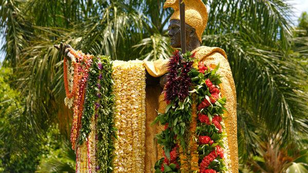 カメハメハ大王像【実は全部で4体いる?ハワイで最も有名な観光スポット】