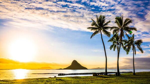 クアロアビーチ【チャイナマンズハットで有名!ハワイの人気パワースポット】