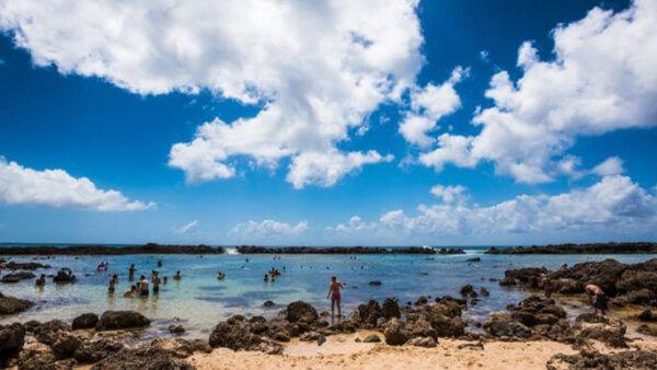 ププケアビーチ【泳げない人でもOK!天然岩に囲まれたシュノーケリングスポット】